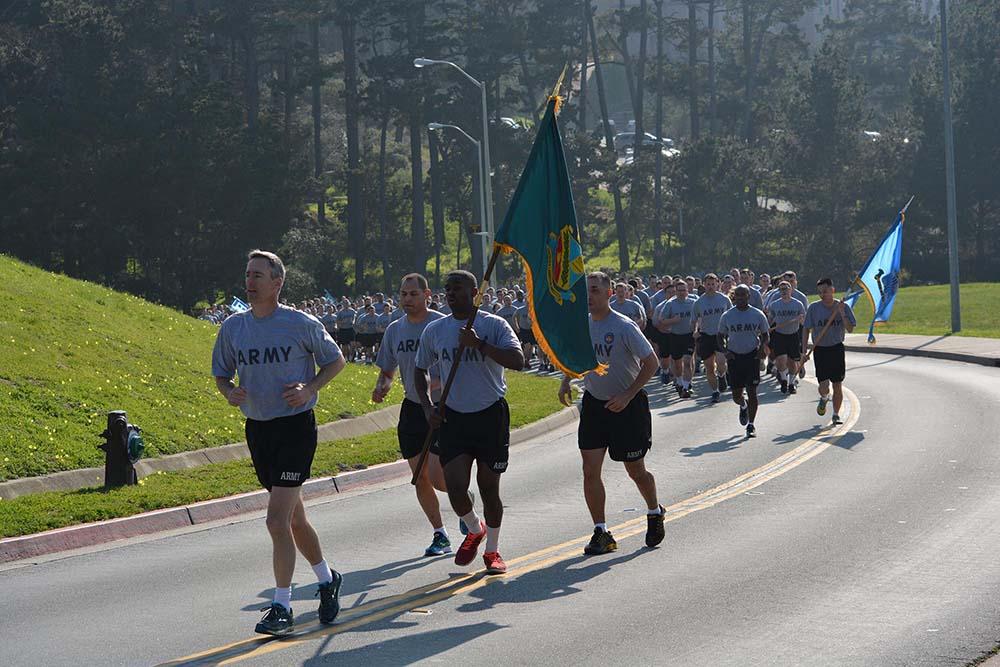 3,000 service members participate in Commandant's Run
